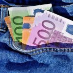 Nemít peníze znamená muset si utrhovat od úst. A ten, kdo si nechce utrhovat od úst víc, než je zdrávo, to řeší častokrát tím, že si vezme půjčku.